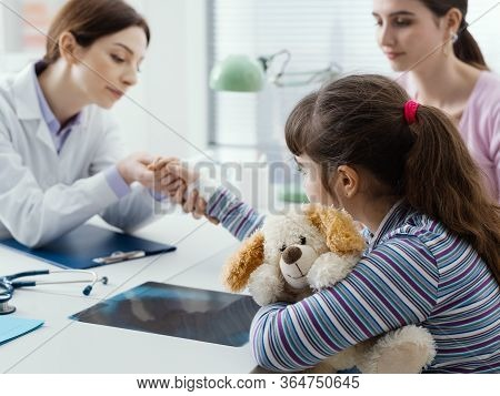 Pediatrician Visiting A Young Patient With Broken Wrist