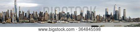 New York, New York/usa - April 25, 2020: Wide Angle View Of Manhattan As Navy Hospital Ship Comfort