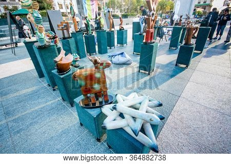 San Francisco, Usa - Sept 25, 2013: Artists Put Up For Sale Their Modern Sculptures On Union Square