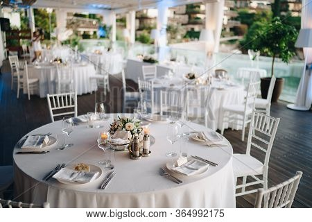 Wedding Dinner Table Reception. Round Banquet Table With White Tablecloth And White Chiavari Chairs.