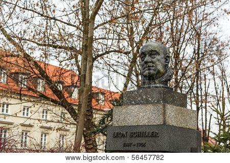 Monument To Leon Schiller