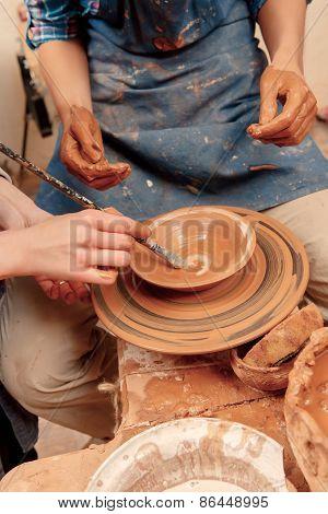 Sculpturing the clay pot
