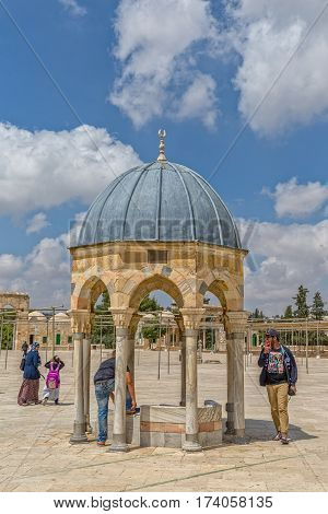 JERUSALEM, ISRAEL - MAY 23, 2016: Visitors sightseeing the Dome of the Prophet, is the prayer niche of the Prophet Muhammad next to the Dome of the Rock on the Temple Mount.
