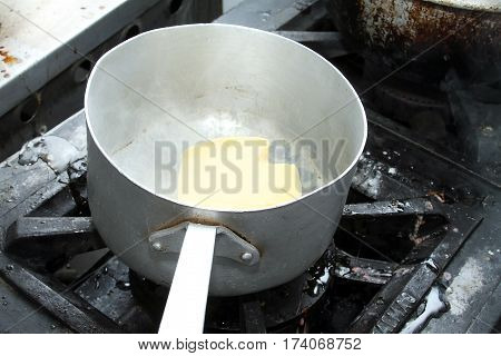 Preparing the pan to melt the butter