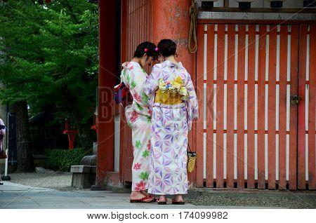 Japanese Women People Wear Traditional Japanese Clothing (kimono And Yukatas)