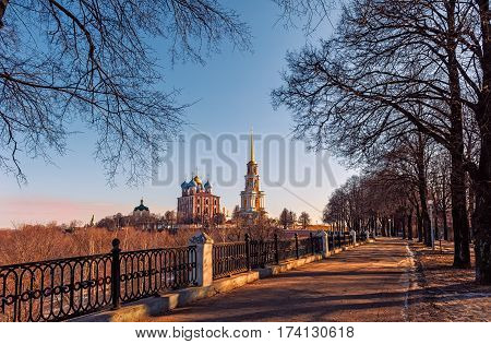 Ryazan Kremlin on a Sunny autumn day with the road leading to it for trave