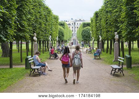 Vacationers walk in the Park on a summer day.