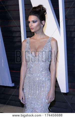LOS ANGELES - FEB 26:  Emily Ratajkowski at the 2017 Vanity Fair Oscar Party  at the Wallis Annenberg Center on February 26, 2017 in Beverly Hills, CA
