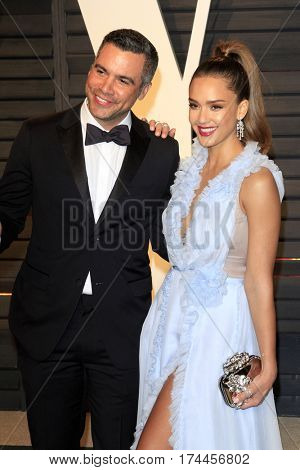 LOS ANGELES - FEB 26:  Cash Warren, Jessica Alba at the 2017 Vanity Fair Oscar Party  at the Wallis Annenberg Center on February 26, 2017 in Beverly Hills, CA