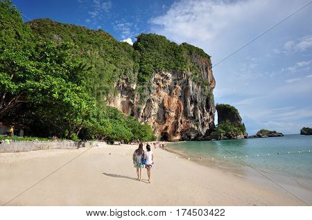 Island in Thailand (Krabi) has clean beaches clear waters and beautiful stone. This usually tourists visit throughout the year.
