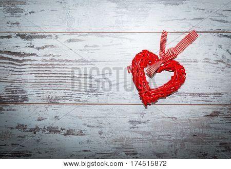 Wicker Red Heart Toned