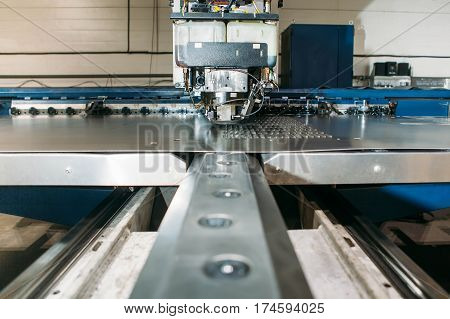 Coordinate punching press machine with metal plate industry