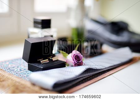 Groom's Wedding Accessories: Tie And Two Golden Cuff Links In Black Box