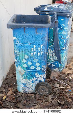 bin striped sea blue under water trash