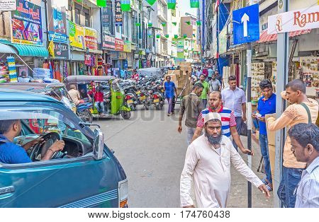 Discover Crowded Pettah In Colombo