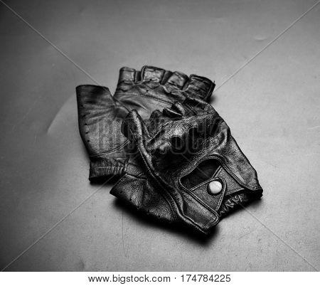 Fingerless driver leather gloves
