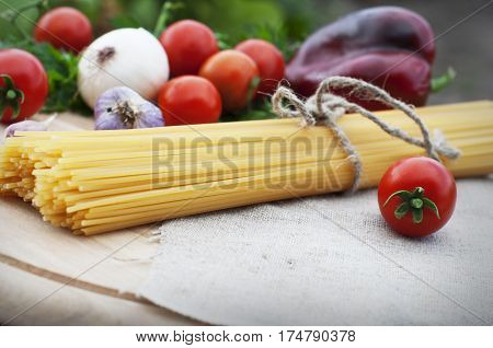 Background, cooking, food, fresh, garlic, ingredient, Italy, lunch, macaroni, meal, onion, pasta, red, spaghetti, tomato, traditional, vegetables, wooden