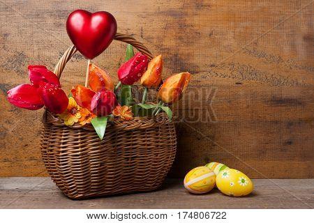 Blumenkorb Mit Rotem Herz