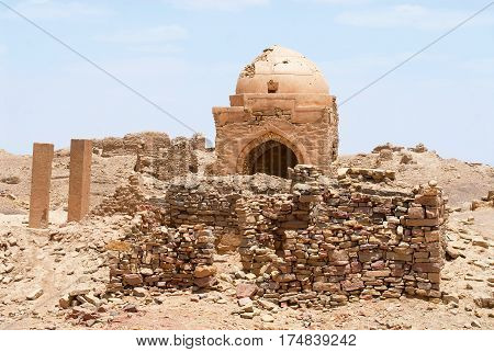 Ruin of a mausoleum building in the desert Marib, Yemen.