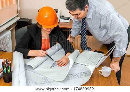 Project Manager and engineer discussing building plans. Discussion of the project. Group work.