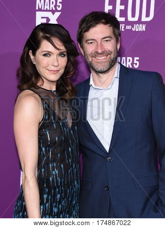 LOS ANGELES - MAR 01:  Katie Aselton and Mark Duplass arrives for the