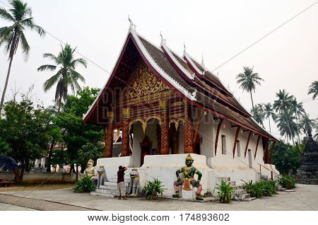 Thai Man Travel And Take Photo Wat Wisunalat (visoun) Temple And Singhalese Style Pra That Makmo