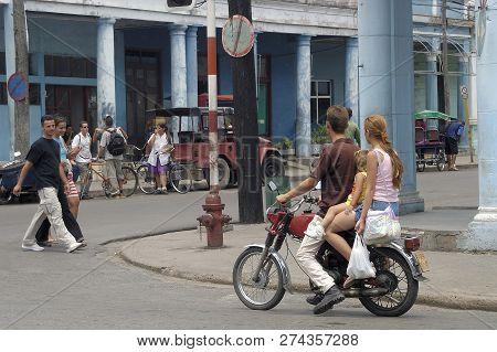 Granma, Cuba-april 04,2016: Streetlife Scene At A Corner In A Ordinary Street Of Granma