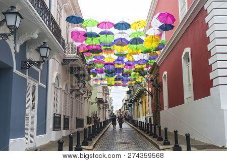 San Juan, Puerto Rico -august 4, 2018: Shoppers Stroll Through Historic Old San Juan. It Is The Olde