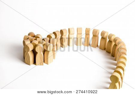 A Large Group Of Wooden Figures Of People Increases From The Queue. Society, Community. Social Activ