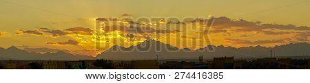 Sunset Mountain Peaks Sky Panorama. Mountain Peaks Sunset View. Sunset Mountain Peaks Silhouette. Mo