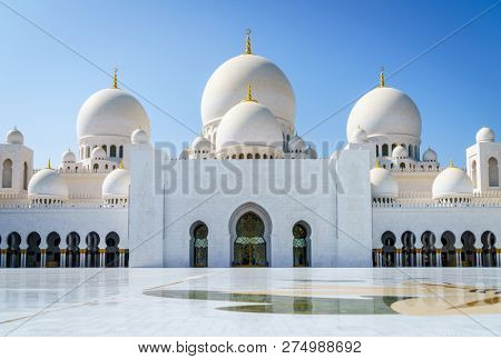 Inner court of Sheikh Zayed Grand Mosque in Abu Dhabi, UAE