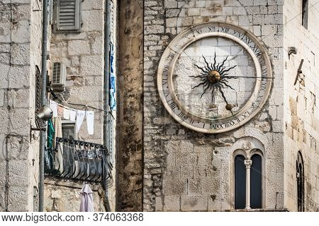 Croatia, Split - September 22th, 2018: A City Clock On The Tower On The West Wall Of Diocletian Pala