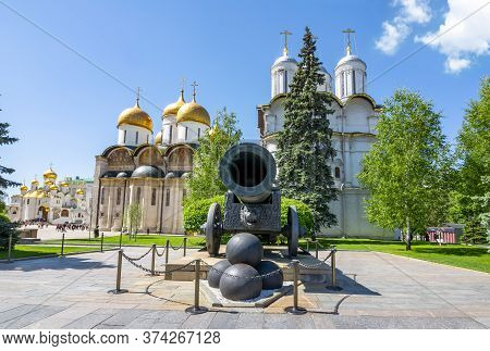 Tsar Cannon, Patriarshy Cathedral And Cathedral Of The Dormition (uspensky Sobor), Moscow Kremlin, R