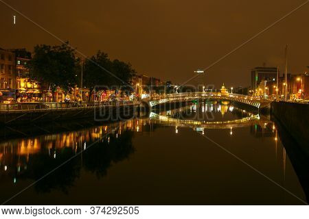 Dublin, Ireland - July 31 2005: Night View Of Famous Ha Penny Bridge In Dublin, Ireland