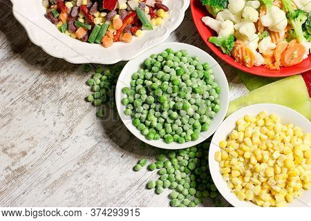 Quick-frozen Vegetables Maintains Vegetables To Stay Fresh, Healthy Diet, Rozen Vegetables On Table
