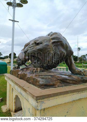 Mysore, Karnataka/india-oct 31 2019: Closeup Of Brass Statue Of A Cruel Tiger In The Entrance Of Amb