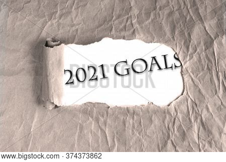 Word 2021 Goals On Torn Brown Grunge Paper Background. New Year 2021 Resolution, Setting Up Goals, T