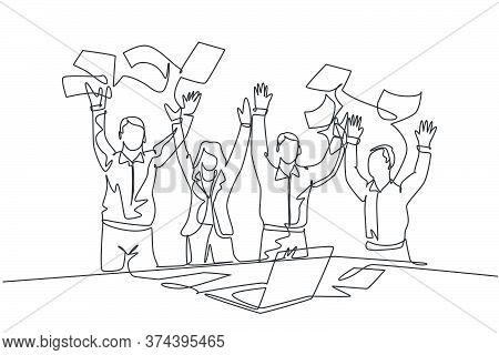 One Single Line Drawing Of Young Male And Female Stockbroker Celebrate Their Success Win On The Stoc