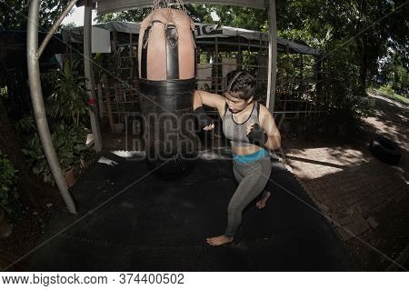 Beautiful Asian Women 20-30 Year Old Are Punching Sandbags In The Gym, Exercise Ideas, Weight Loss,