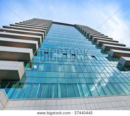 Perspektive und Unterseite Winkel im Hinblick auf strukturierten Hintergrund der modernen Glasgebäude Wolkenkratzer in
