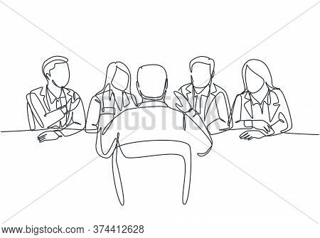 One Single Line Drawing Of Young Interviewee Being Interviewed By Some Company Managers For Job Vaca