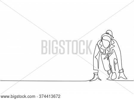 One Continuous Single Line Drawing Of Young Happy Businesswoman Gets Ready To Doing Sprint Run On Ru