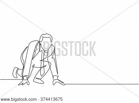 Single Continuous Single Line Drawing Of Young Happy Businessman Get Ready To Sprint Run On Running