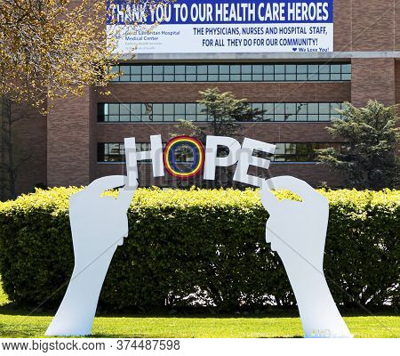 West Islip, New York, Usa - 13 May 2020: Sign With Hands Holdinh Up A Hope Sign With A Rainbow Infro