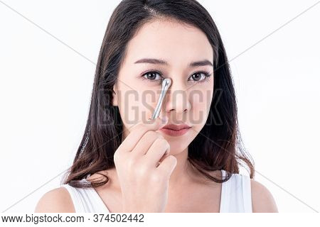 Portrait Images Of Asian Young, Pretty Woman Is 25 Years Old, She Is Using Stainless Steel Bars Mass