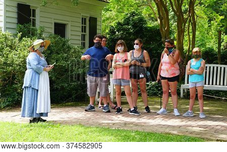 Williamsburg, Virginia, U.s.a - June 30, 2020 - Visitors And A Tour Guide Wearing A Mask As Required