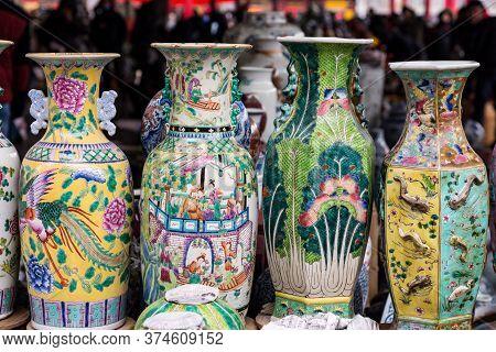 Porcelain At The Panjiayuan Antique Market, Beijing Antique Market, Beijing's Biggest And Best-known