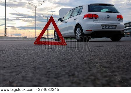 Moscow 15/07/2019 Car Emergency Or Breakdown On Highway Road, Waiting For Roadside Assistance. White