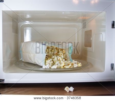 Popcorn In Microwave (Lighter)