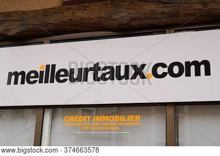 Bordeaux , Aquitaine / France - 06 20 2020 : Meilleurtaux.com Logo Text Sign Shop For Meilleur Taux